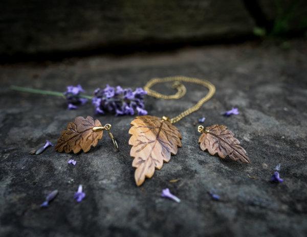 Holzschmuckset aus Nussholz Gold