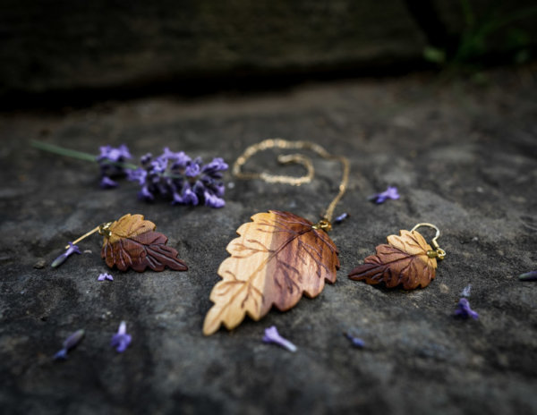 Holzschmuckset aus Pflaumenholz Gold