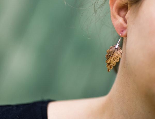 federleichte-Ohrringe-aus-Nussholz-925-Sterlingsilber