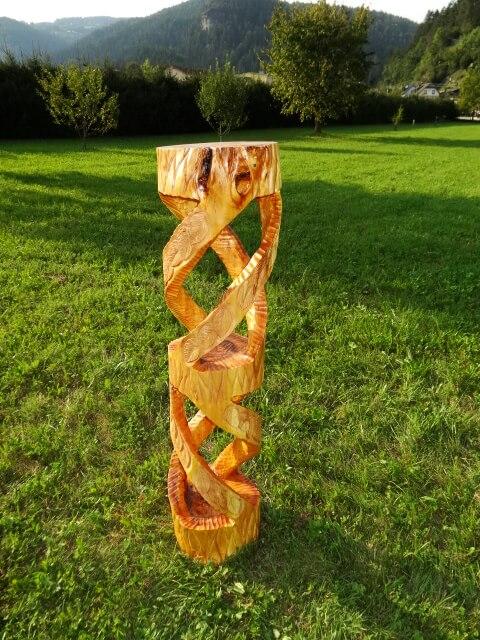 Säule aus Weidenholz