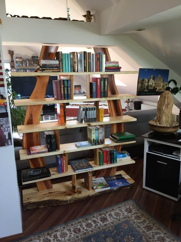 Bücher Regal aus Rundholz modern-Apfelholz