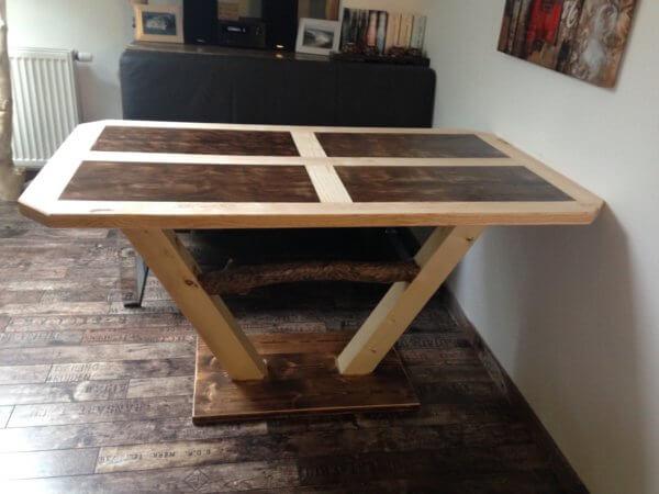 Esstisch mit Einlegearbeit rustikal Nuss-Esche