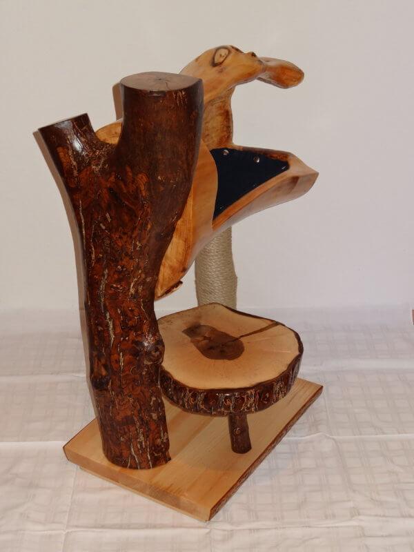 Katzen Kratzbaum aus Nussholz-Naturstamm