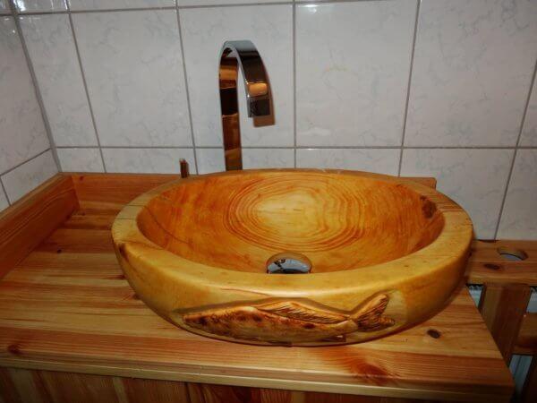 Wascbecken aus Zirbenholz mit Motiv