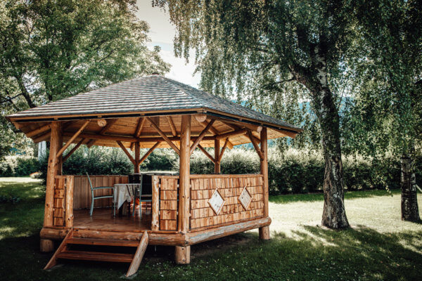 Naturstamm Pavillon