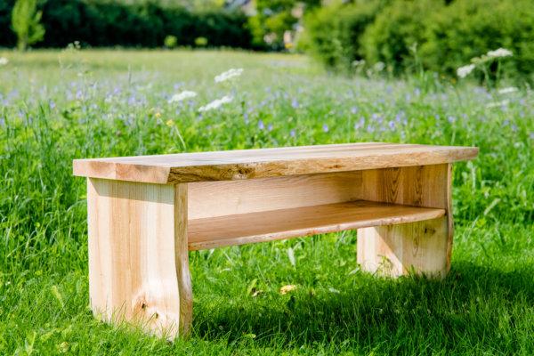 Sitzbank mit Naturrand Esche