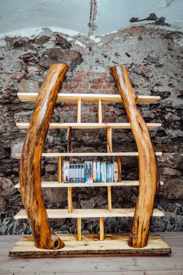Bücher Regal aus Rundholz modern neu