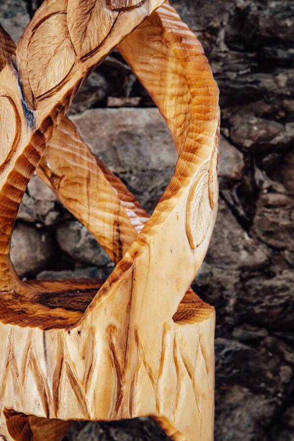 Spiralsäule aus Holz neu