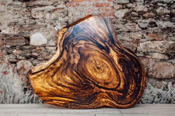 Tischplatte mit Naturrand