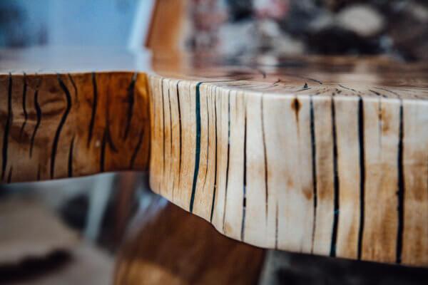 Naturrand Tischplatte mit Harz