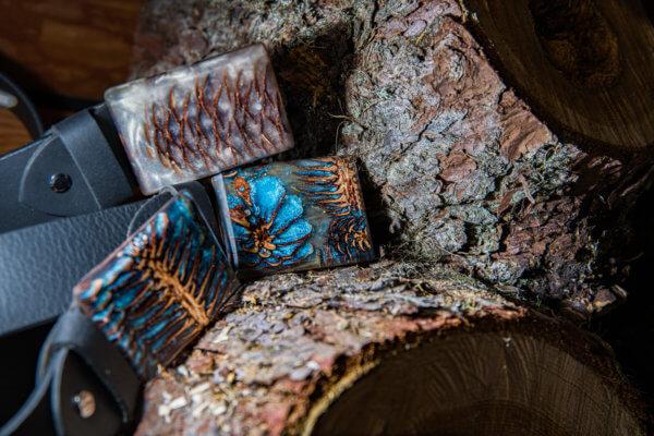 Ledergürtel mit Harzschnalle white&blue