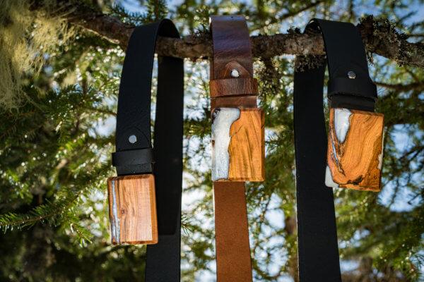 Ledergürtel mit Holzschnalle und Harz