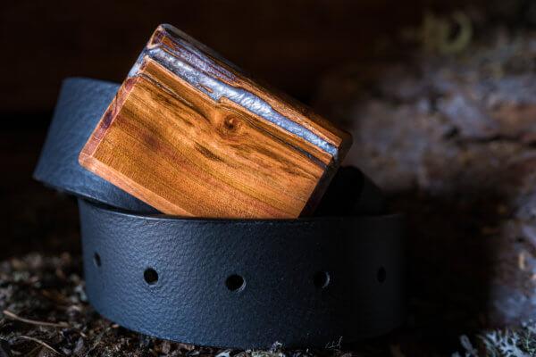 Ledergürtel mit Holzschnalle weis